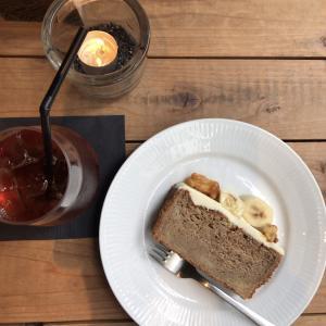 表参道の花カフェ「バーグマン」のバナナケーキ