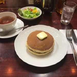 昭和の雰囲気が残る、日本橋の老舗パンケーキ店「花時計」