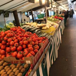 なかなか始まらないマルシェとパン屋の行列に驚くパリの日曜