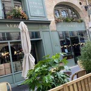 パリ最古のコーヒー専門店・ベルレで、モーニング