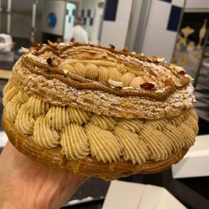 あら、美味しい…大きな輪っかのシュークリーム、パリ・ブレスト
