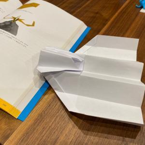紙飛行機。