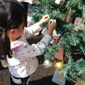 クリスマスツリーをデコレーション