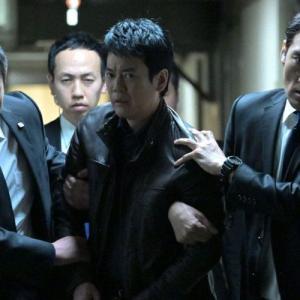 """現馬(唐沢寿明)、暗殺犯に間違われ捕まる…そして状況は急変、""""驚がくの事態""""が発生"""