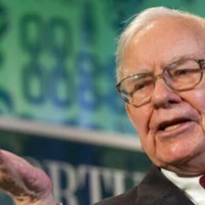 ダウ1000ドルの大幅下落!しかし、ウォーレン・バフェットは年次書簡にて『株式に強気』と強調。10年後に米国株が成長していると思う理由。