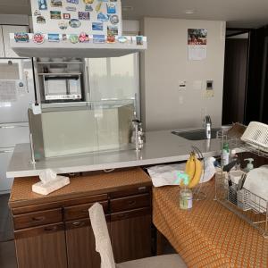 明日の仕事のために、大掃除  プライベートハウスで寿司作り