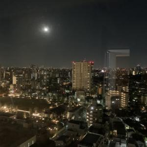 「46年ぶりのハロウィン」の満月