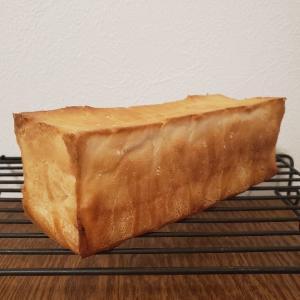 4倍発酵ミニ食パン、少し綺麗に焼けるようになってきました