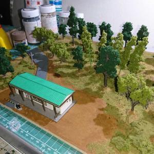 森の中の小さな駅