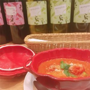 新宿「HATAKE CAFE(ハタケカフェ)新宿伊勢丹店」なんだか嬉しい健康的チキンカレー。アボカドの存在感が最高でした。森な雰囲気も◎