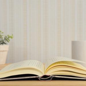 【ヤマニヤマ】イーシュワラ・プラニダーナって何?幸せに生きるための実践方法|初めてのヨガ哲学