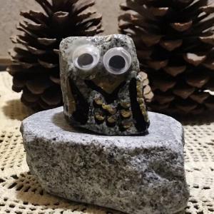 石のフクロウ
