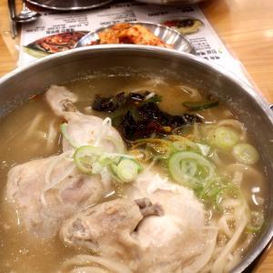 鶏ダシ濃厚ペクス カルグクスで食べるかごはんと食べるか〜鍾路〜