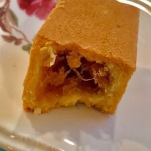 微熱山丘 SunnyHills 台湾のパイナップルケーキをお土産に貰う。適度な酸味と繊維の触感が最高!