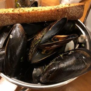 職場の仲間と食事会…Barone'sというイタリアンレストラン。スパイシーなムール貝がオススメでした。