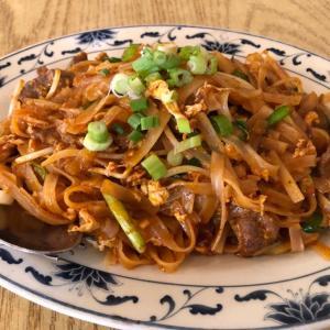 タイの人も美味しいというタイ料理店     King Market (テネシー州)でPad Thai を食す。甘ーい味でした。