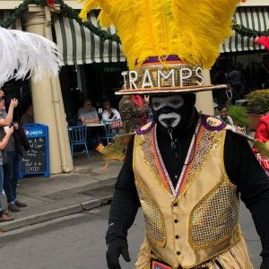 ニューオーリンズのフレンチ・クォーターを散策。エスプレッソやチリソースを楽しんだりパレードが盛大でした。