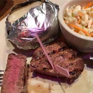 やっぱり全国チェーンのステーキ屋さんの肉質は平均点レベル。凄く美味しいっていう肉質では無かったというお話。