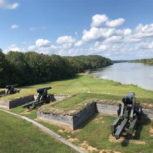 フォート・ドネルソン・ナショナル・バトルフィールド(Fort Donelson National Battlefield)を訪れる。静かで綺麗な歴史の拠点です…