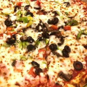 宅配ピザを頼んでみました。地元KY州のパパ・ジョンズ・ピザ(Papa John's Pizza)。注文してから1時間半もかかったので余裕を持って注文しましょう。