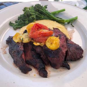 マッキナック島 Grand Hotel系のGate Houseで早めの夕食。肉がビックリする程硬くてあごが痛くなりました(笑)。