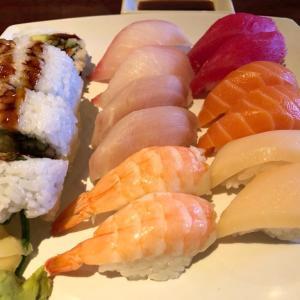 ミシガン州ランシングのUkai Hibachi Grill & Sushi Bar でお任せ寿司を食す。