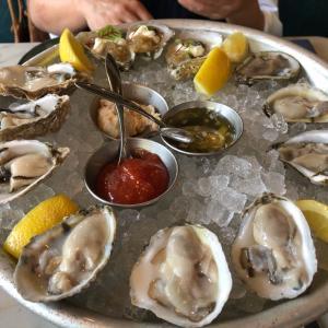 ナッシュビルのシーフードレストラン、Marsh Houseで美味しいオイスターとGumboをのんびりと昼食で楽しみました。コロナは過去のものになっています。