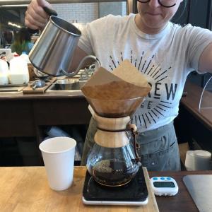 Pour Over で淹れたコーヒー。エグ味だけ抽出されてしまっているようでした。ナッシュビルのKillebrew Coffee。