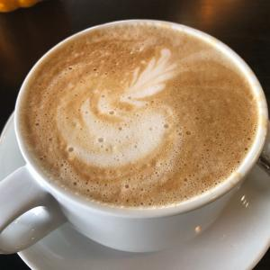 デトロイト郊外 Mia's Bakery & Coffee Shop     見た目もう一声のカプチーノが美味しかったです