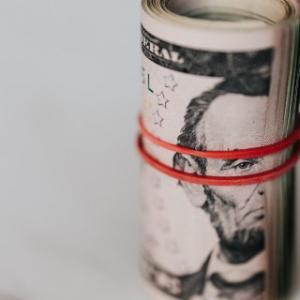 政府がセミリタイアを応援か?ベーシックインカム7万円は賛成かな。