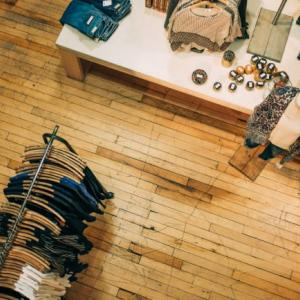 [服]ピスタチオ色のリネンシャツを購入。古い黒リネンシャツを作業用に