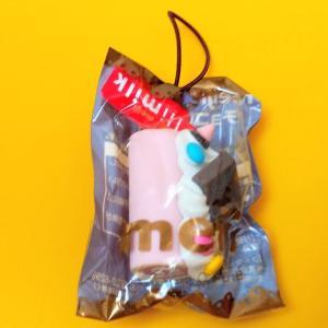 【明治】チョコロールケーキストラップ ハイミルクチョコレート