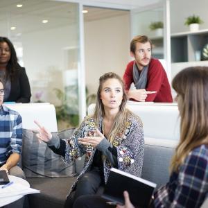 自分の話ばかりする人の対策と治し方【職場での対処法も記載】