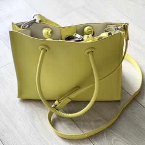 【ZARA】のネオンカラーバッグは、思いのほかコーデしやすかった。