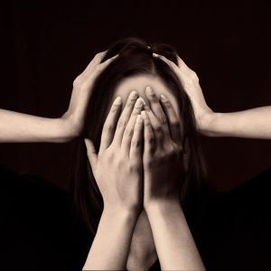 失恋してばかりの女性は負のスパイラルに陥っている~失恋女性の恋愛傾向を解説~