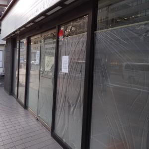 閉店が続くオフィス街の店舗