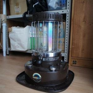 昔の灯油ストーブ「レインボー RB-2」