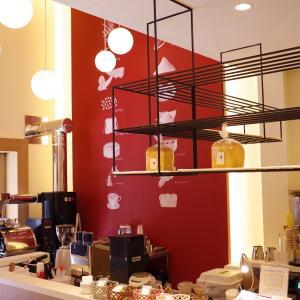 【カモセコーヒーベーカリー(KAMOSE COFFEE BAKERY)】こだわりコーヒーと焼き立てトーストが味わえる!現代美術&大正モダンの融合カフェ