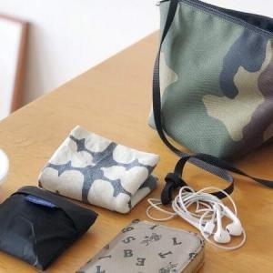 エルベのポシェットと薄い財布。オンオフ無しのミニマルないつもの持ち物|ミニマリストのバッグの中身