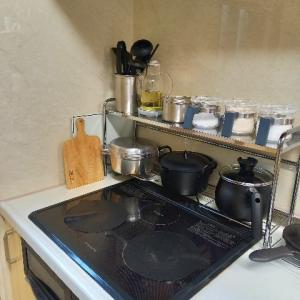 キッチンのコンロ回りの模様替え!!うっとり機能的なデザインのオイルポットと燕三条のラック