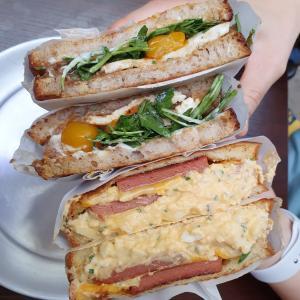 NYCスタイルのサンドウィッチとドーナツ「KORIO」