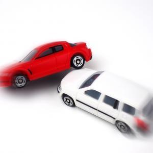 相手の車が自分の車の横にぶつかった‼︎車の前方と後方だったら過失が違ってくるの⁉︎