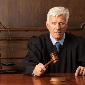 簡裁での交通事故裁判1回目は15分で終了。相手の運転手を弁護士が説得することに