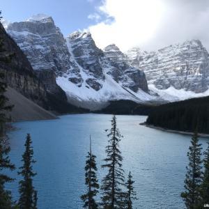 世界一周・カナダ編5- バンフ国立公園 モレイン湖の息をのむ美しさは生涯わすれません。