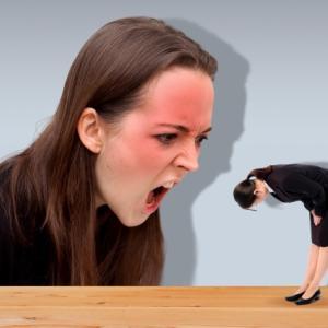 ハラスメントの定義とは?泣き寝入りしないために知るべき違法行為の種類