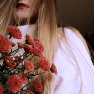 iPhone12ProMaxロック画面等の花の無料壁紙・待受けを配信中