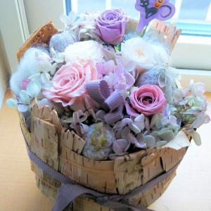 31日本日はhappyハロウイン♪1Fの窓辺にカボチャ&プリザーブド花(新作)を飾ってみました♪