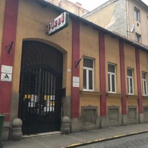 ブダペストのボロボロ銭湯の謎