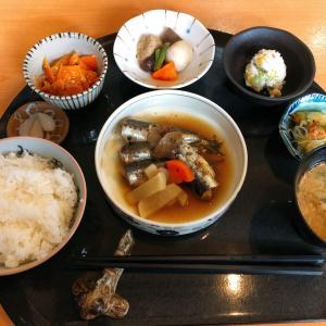 東岡山駅から徒歩4分 あんぽんたんカフェ えつぼ で5種類のランチの中から、<笑い>の魚を選択!