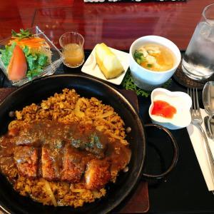 西大寺駅から車で5分 カフェ碧い森でのランチは、熱々の鉄皿で食べるジャンバラヤのポークカツジャンを選択!